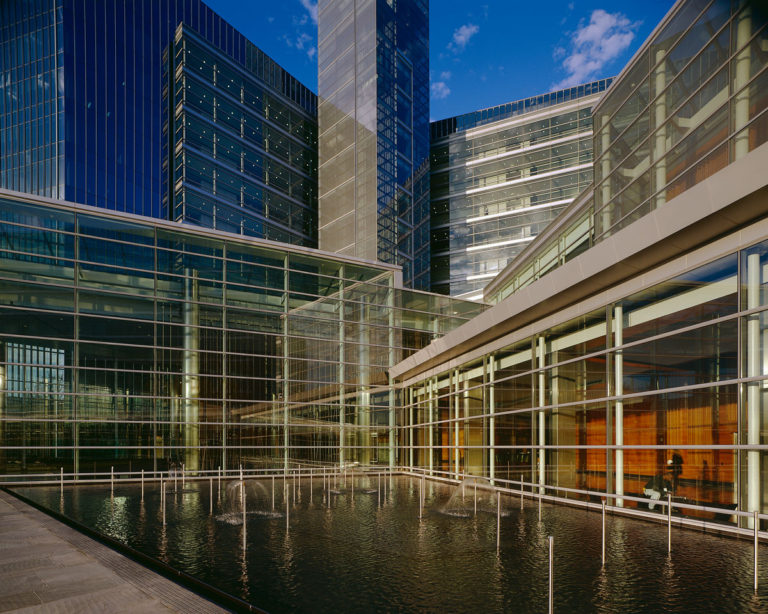gannett_usa-today-headquarters--fountain_hres_web[1]
